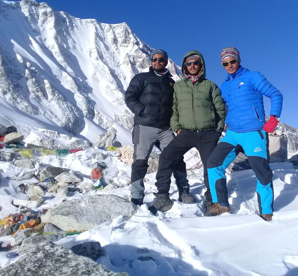 larke pass manaslu trek
