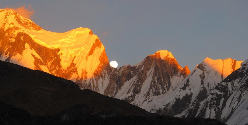 sunset annapurna trek